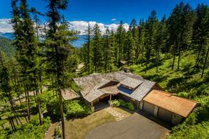 Beautiful custom home with mountain views