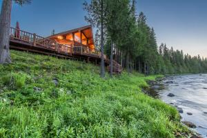 11254 Yaak River Road, Troy, MT 59935