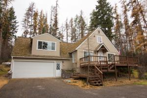 Beautiful home on .5 acres in Lakeside