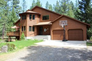 14200 Hampton Drive, Clinton, MT 59825