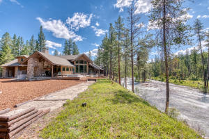 Reverie Lodge on the Creek is on the market for the very first time. 20 acres and 1,200 feet of creek frontage.
