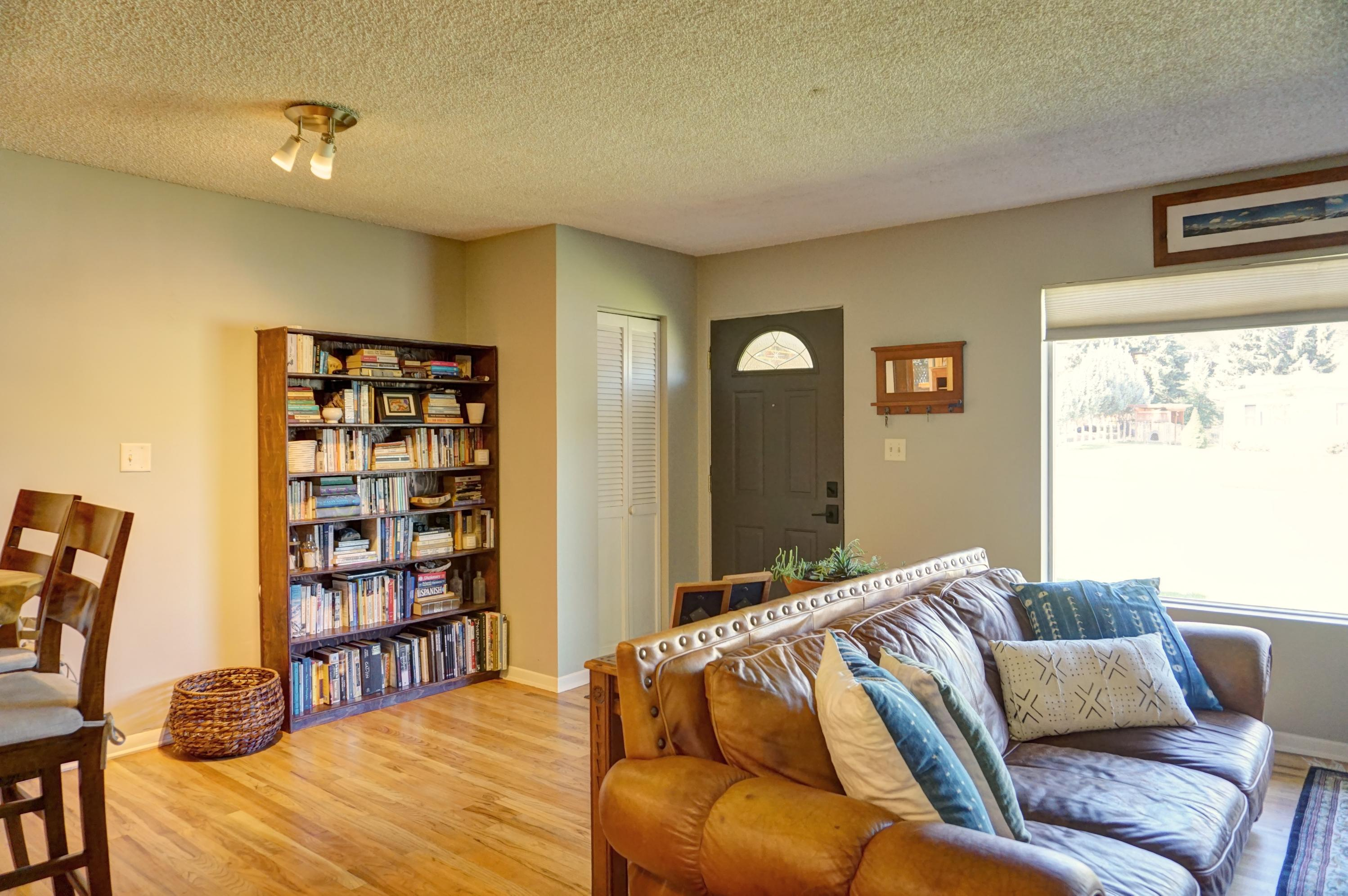 Property Image #3 for MLS #21912372