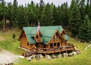 44+ acres of Montana Paradise