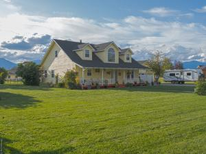 737 Windsong Drive, Corvallis, MT 59828