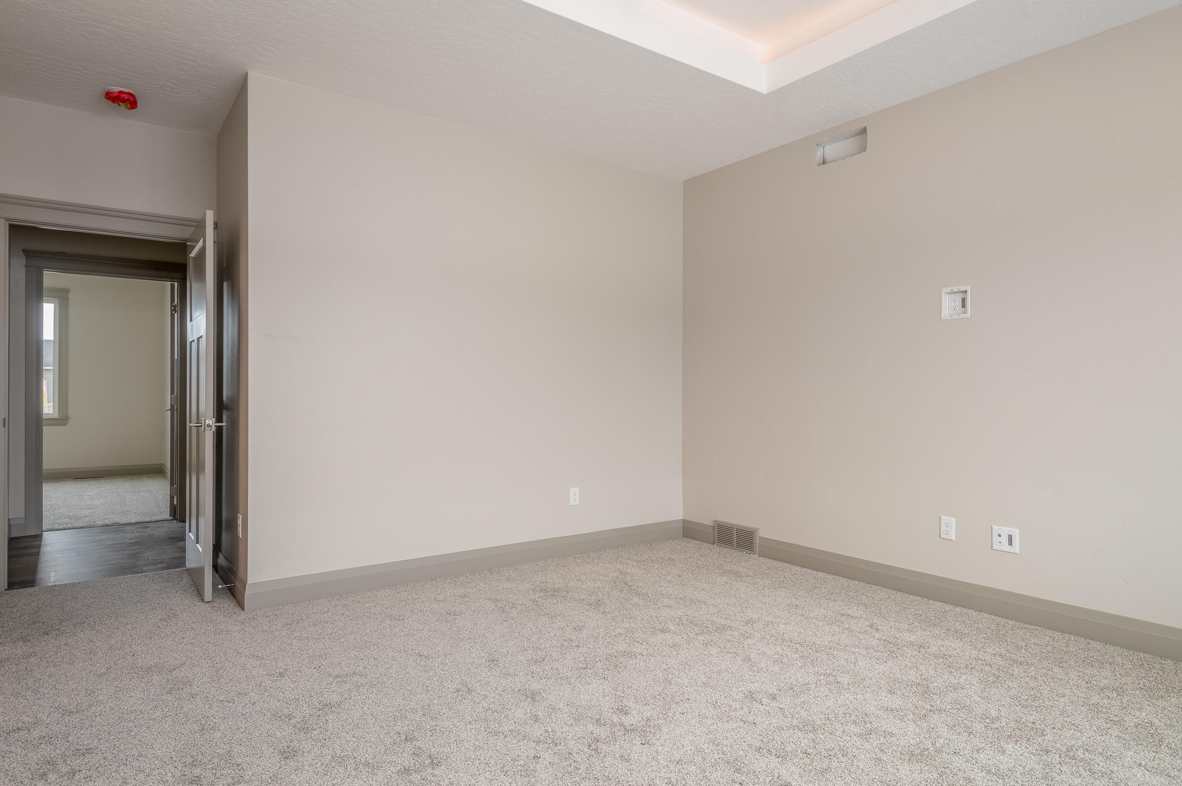 Property Image #2 for MLS #22001179