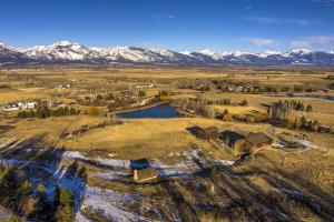Montana Dream with Mountain & Pond Views Main Cabin, guest cabin, fishing cabin, Barn-shop-garage-RV Building