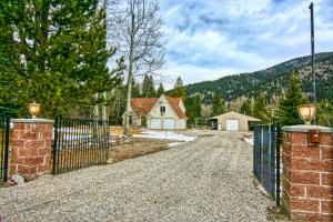 14200 Hellgate Lane, Clinton, MT 59825
