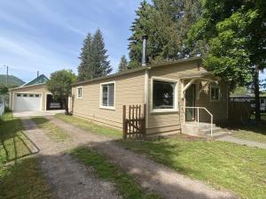 9745 Cross Street, Bonner, MT 59823