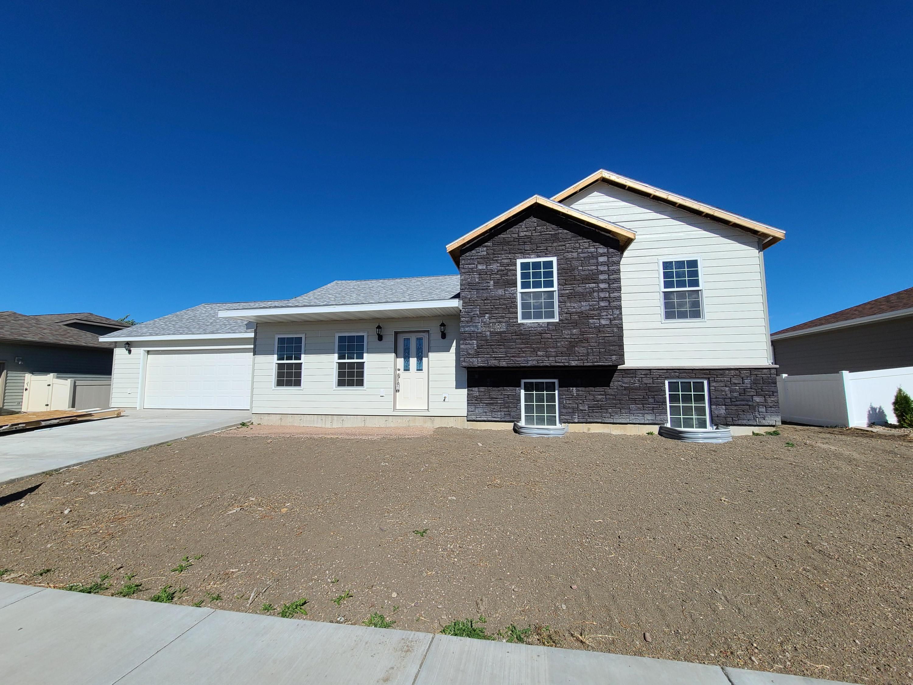 New Construction in wonderful quiet neighborhood.  Open layout  with kitchen island, slider to back yard and nice sized bedrooms.  3 bedrooms on one level. Vinyl fenced backyard. Live in the best neighborhood in Great Falls! Built with quality workmanship and highly engineered foundation.