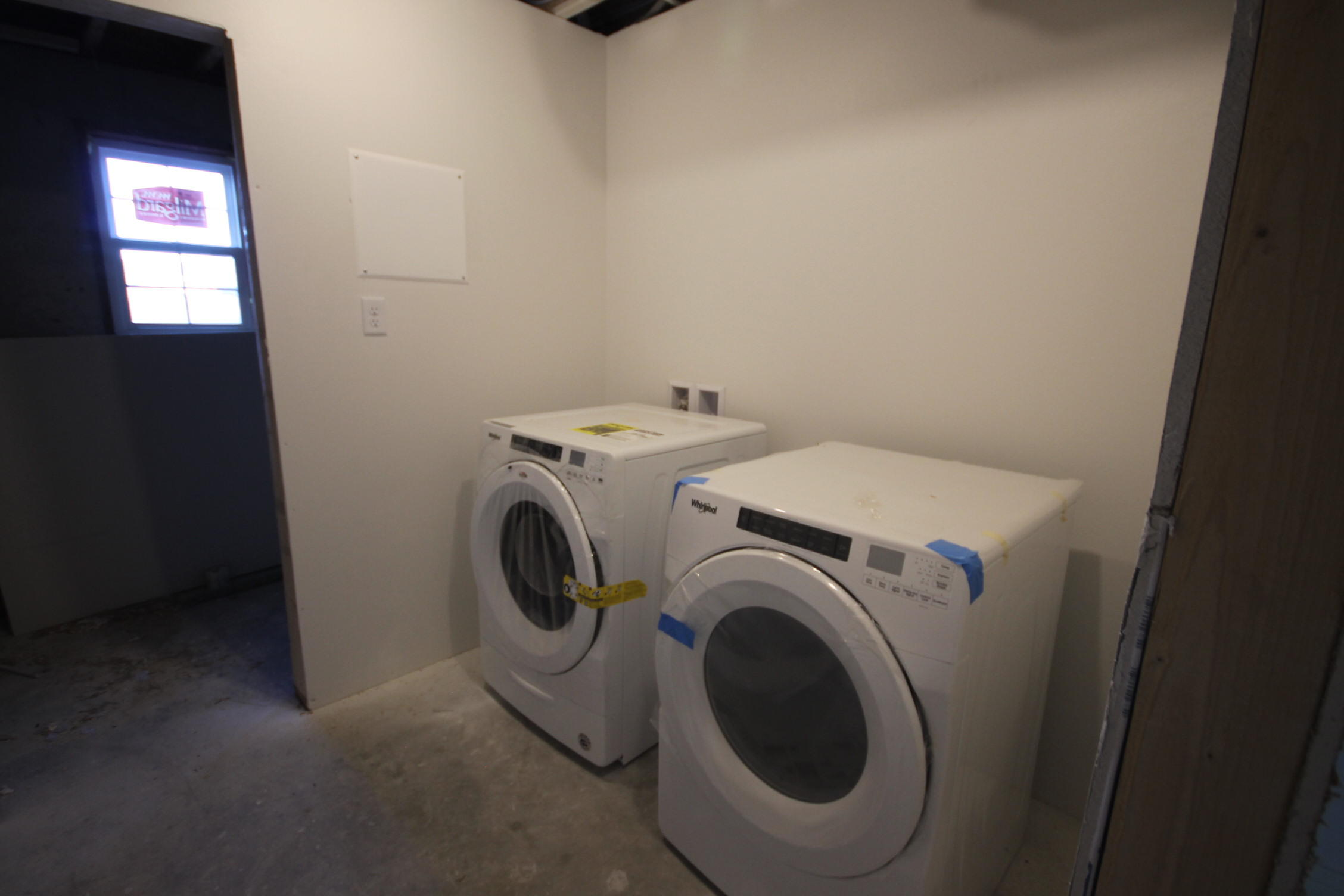 Laundry with machines