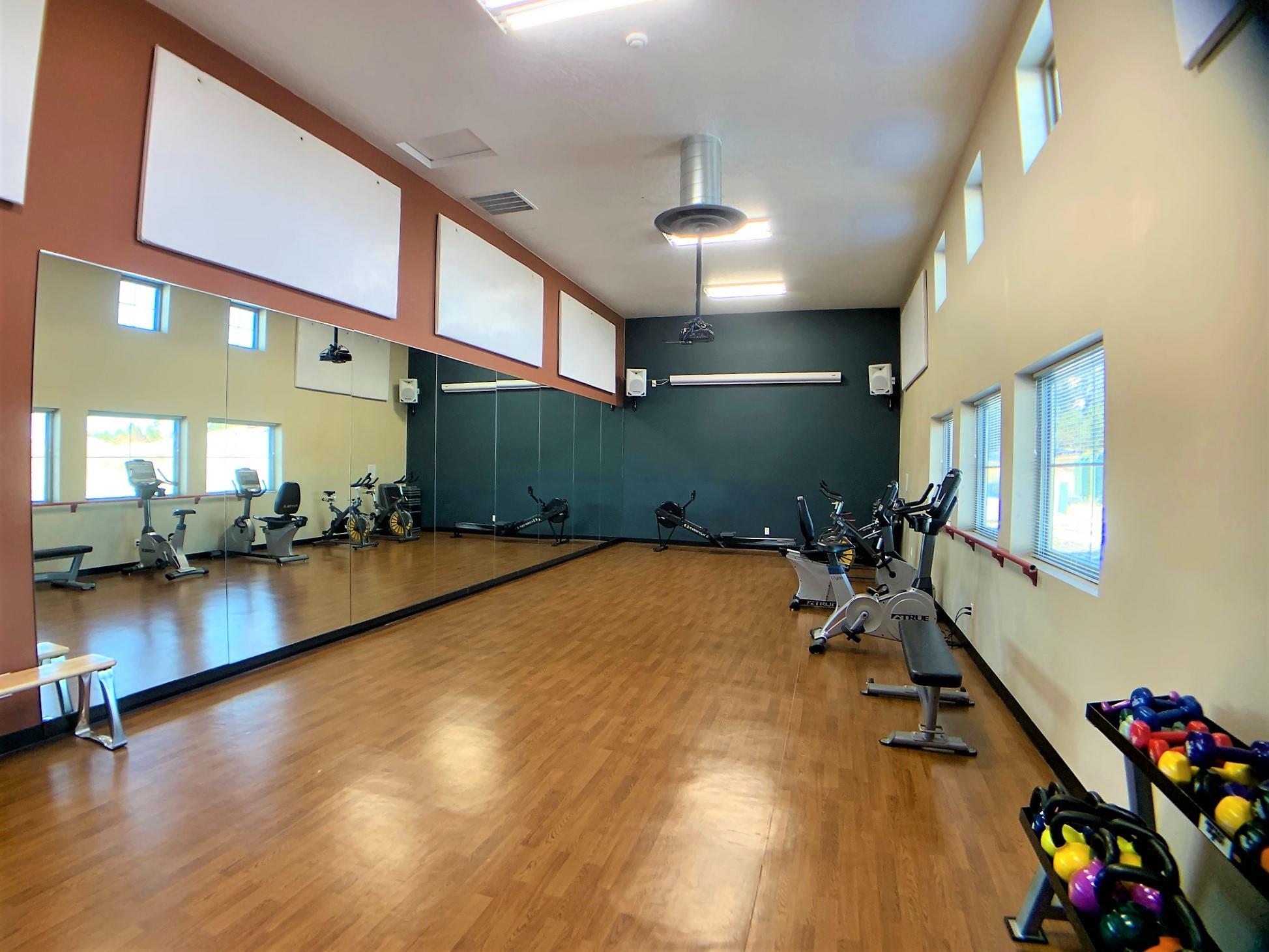 gym small mirror room 2