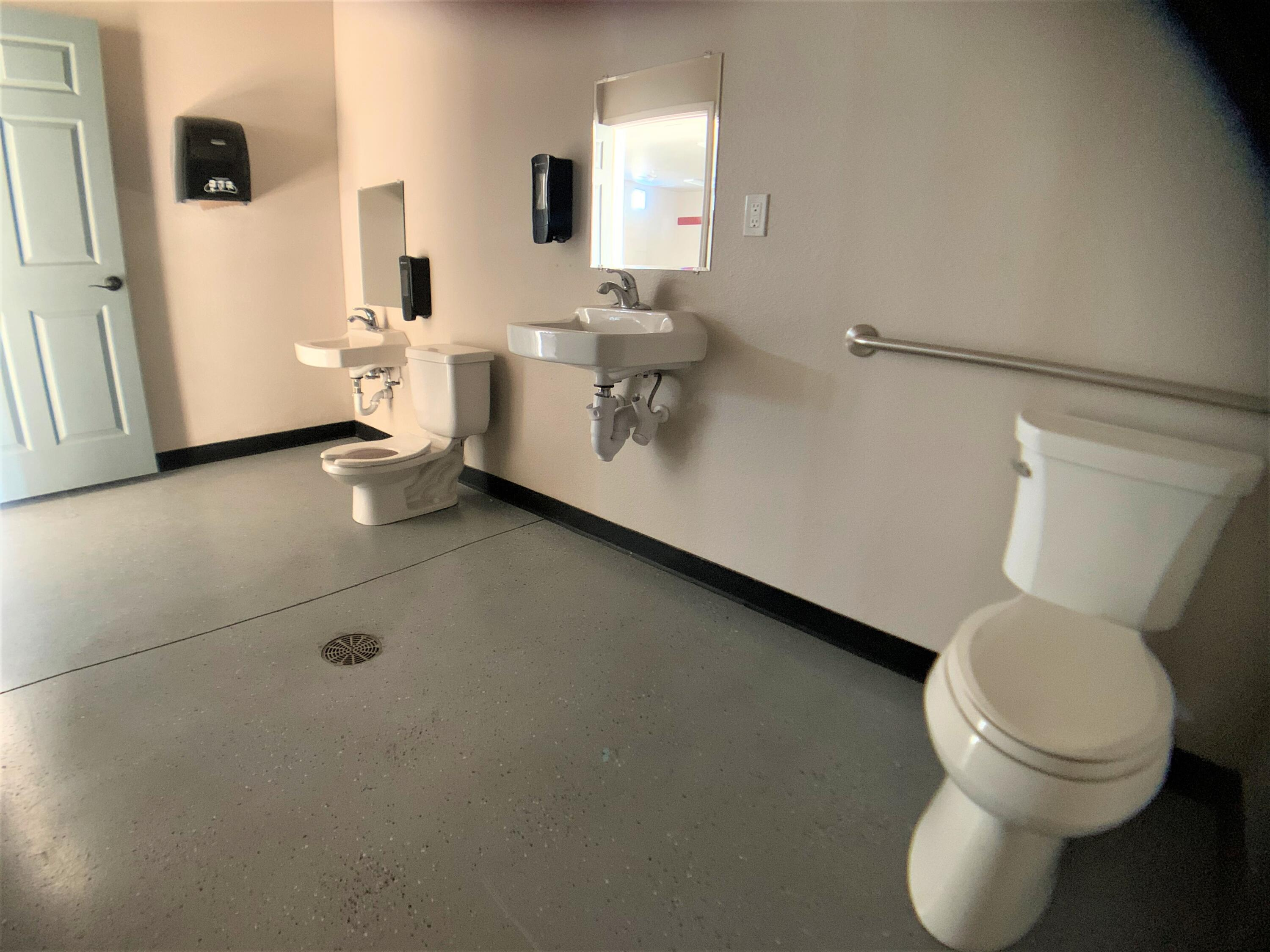 middle rest room