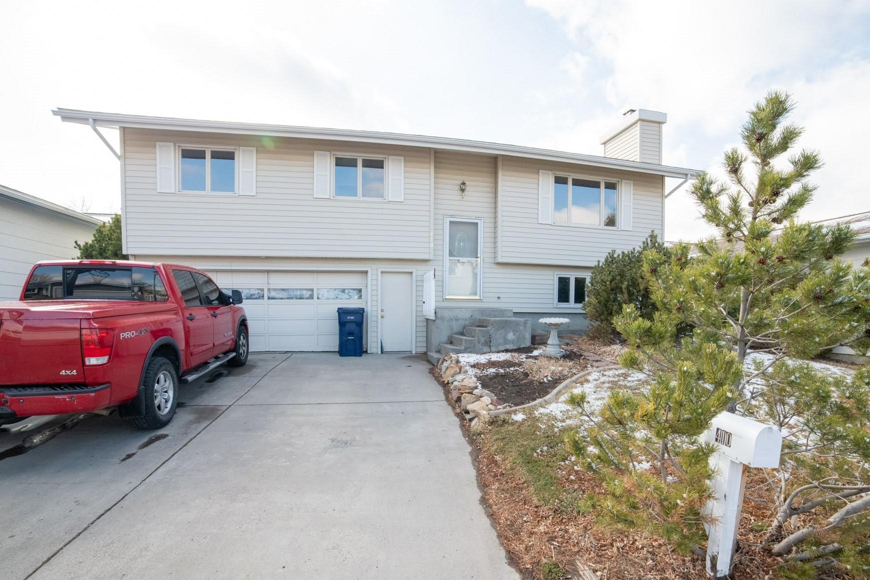 3 BEDROOMS, 2 BATHS, DOUBLE CAR GARAGE WITH CENTRAL AIR CLOSE TO MAFB. LARGE MASTER BDRM WITH DOOR TO MAIN BATH. $9,000 FLOORING/ PAINT ALLOWANCE/ APPLIANCE ALLOWANCE INCLUDED IN PRICE FOR BUYERS TO COMPLETE TO THEIR TASTES!