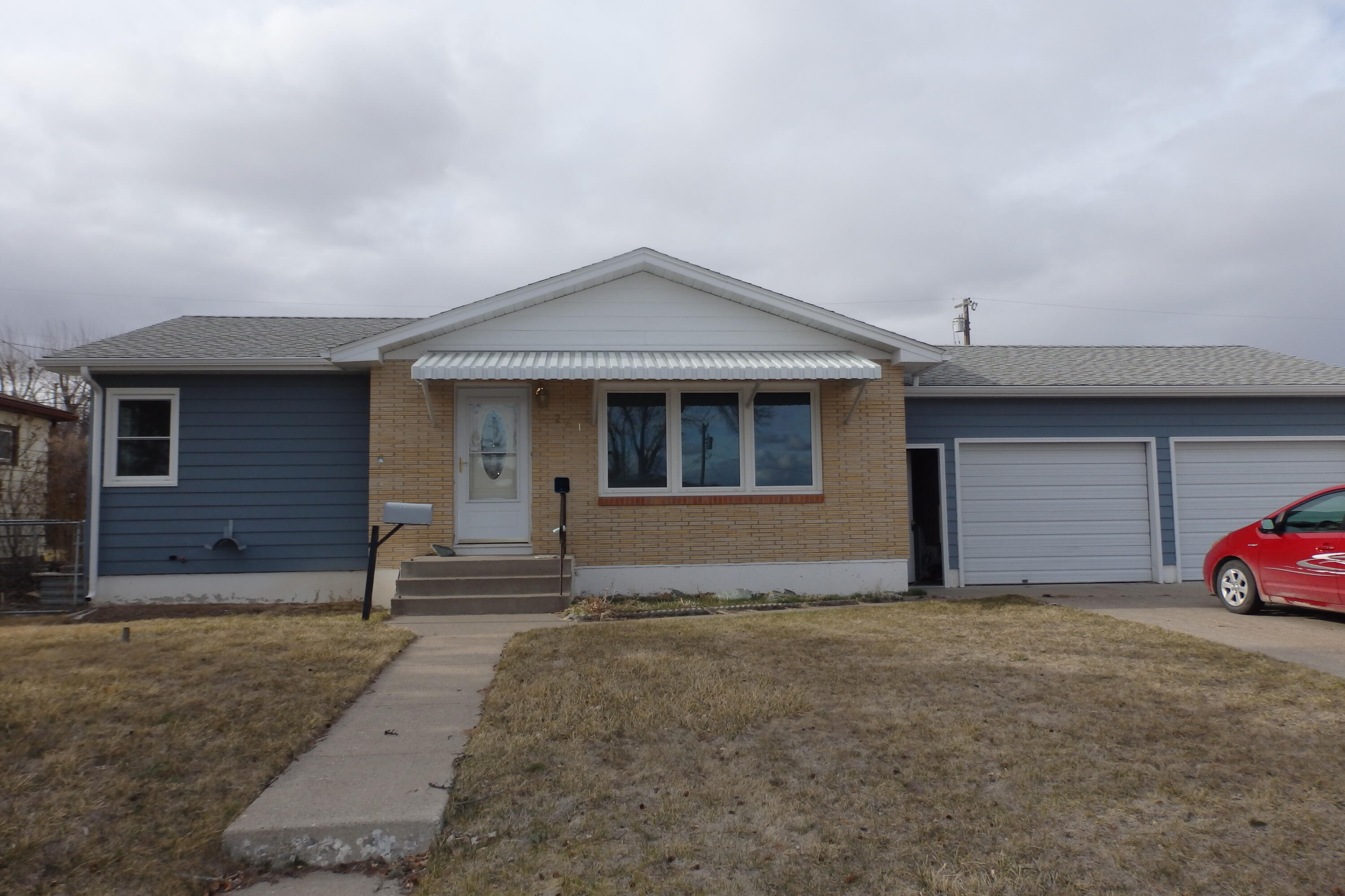Property is subject to a short sale at this price.  Per appraisal approx. $30,000 of repairs needed inside to bring up to lender requirements.  See list of items needed for short sale, in Attachments.  Was winterized by bank after cold spell, so assume water pipe issues.