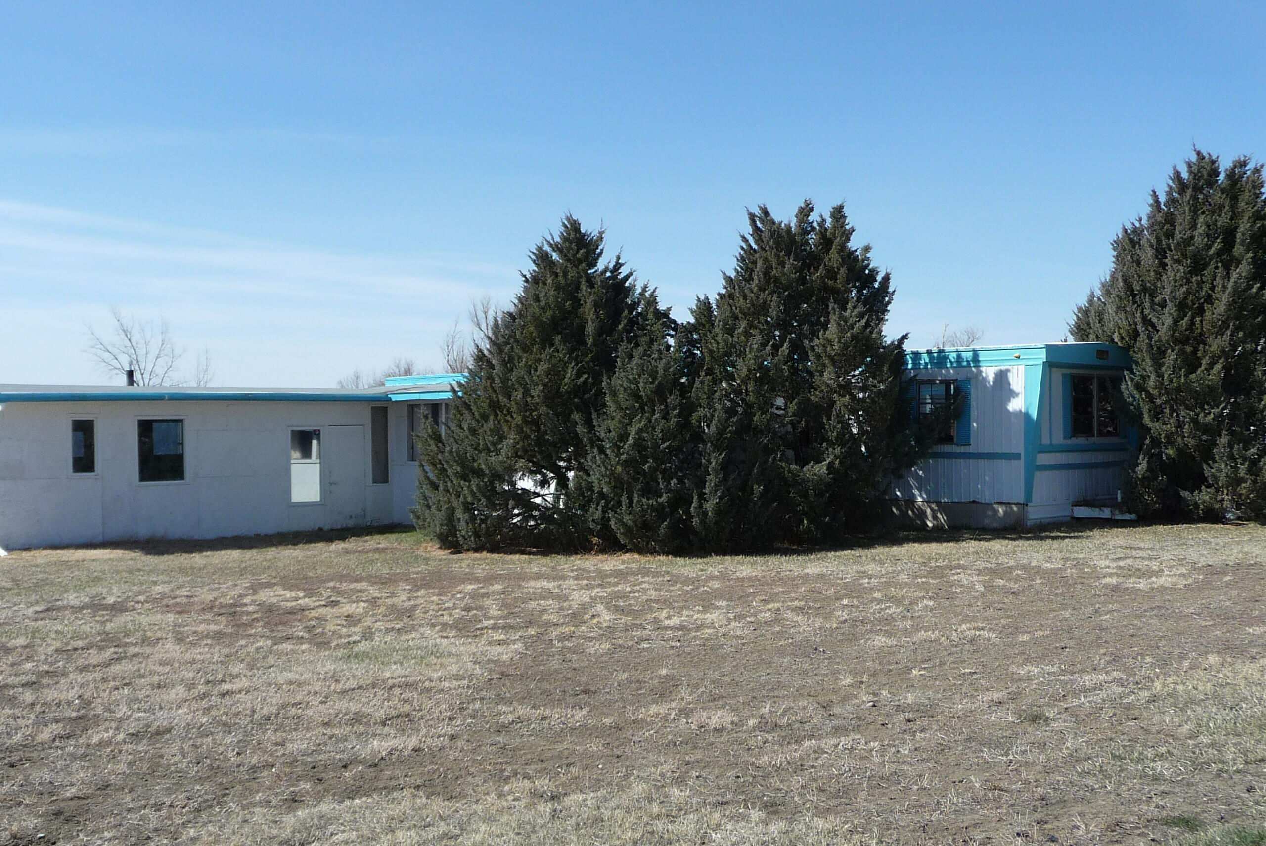 ONE OF THE NICEST DOUBLE CORNER LOTS IN SUN PRAIRIE. . THIS IS AN ESTATE SALE AND SELLER CAN MAKE NO REPAIRS.  THE HOME NEEDS UP DATING BUT PROVIDES PLENTHY OF ROOM  TO STRETCH OUT. THE HOME WILL NOT FINANCE. BEING SOLD AS IS. CALL RUSS EUSTANCE, TALBERT BRYAN AT 406-788-3363 OR YOUR REALESTATE PROFFESIONAL