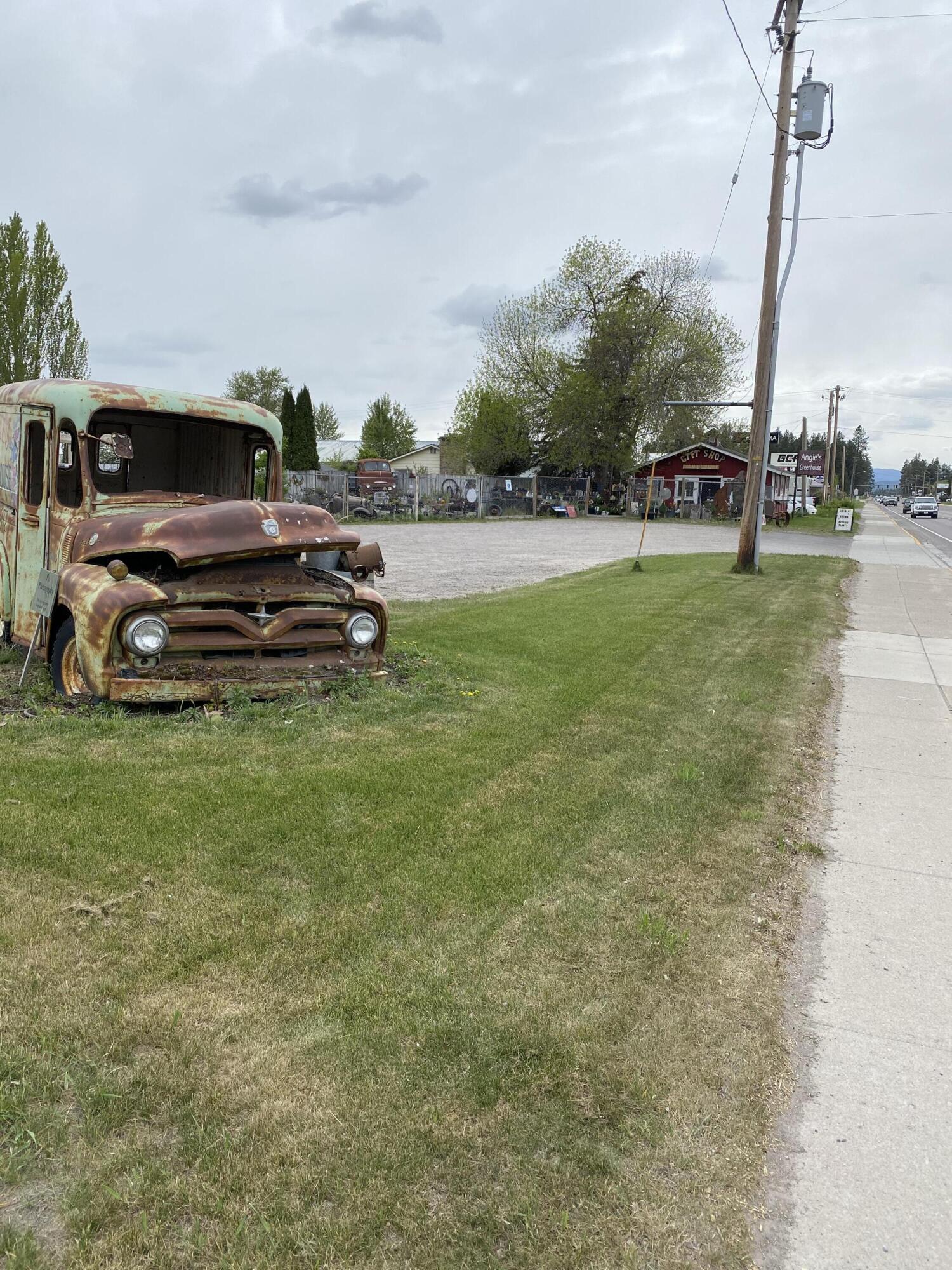 1710 &1722 W 9th Street W Highway 2, Columbia Falls, MT 59912
