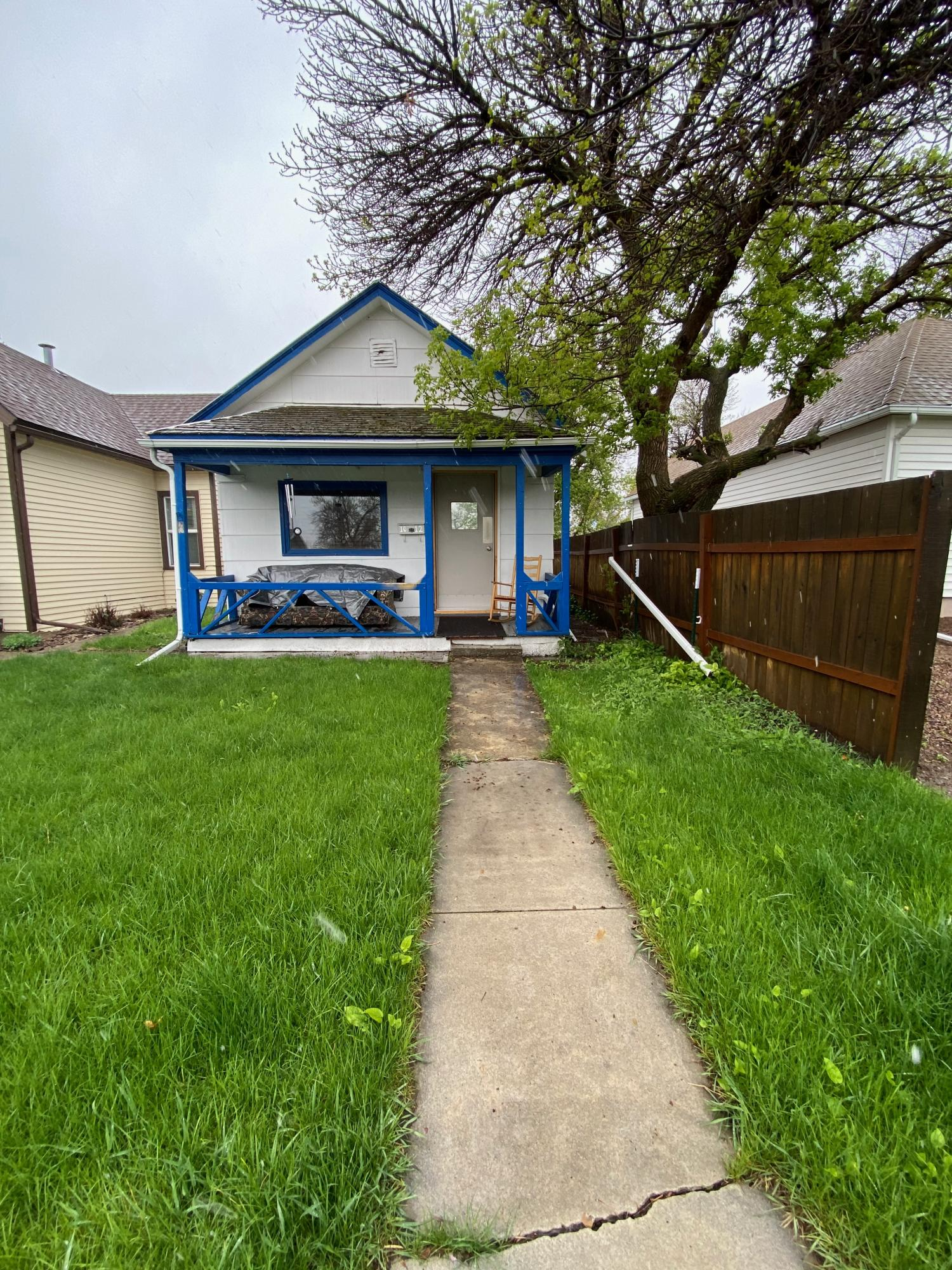 CALLING ALL INVESTORS! CUTE 2 BEDROOM, 1 BATHROOM WITH OVERSIZED 1 CAR GARAGE. SELLING ''AS IS'' WHERE IS SELLER WILL NOT MAKE ANY REPAIRS.