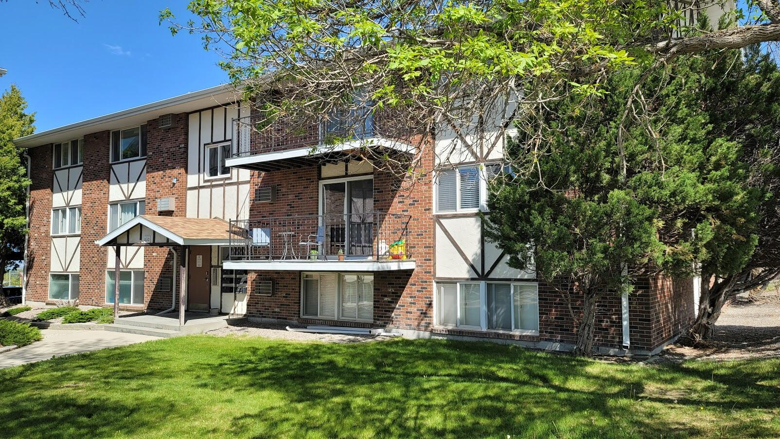 This 2 bedroom/1 bathroom ''move in ready'' condo is located on the west end of town.  Condo building has a newer roof.  HOA fee includes water, trash, yard care, snow removal & exterior maintenance. Call Dan & Cortney at 406-439-7557, or your real estate professional.
