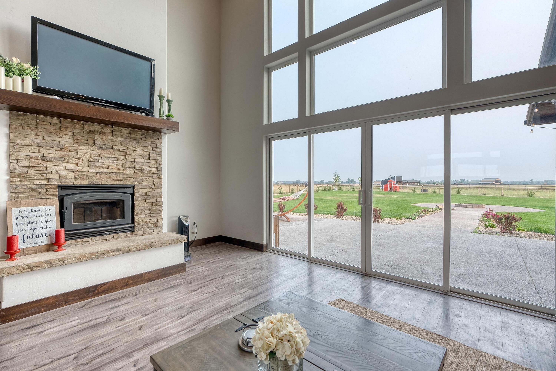 Livingroom w/ Backyard