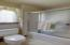 Compartmentalized master tub and shower