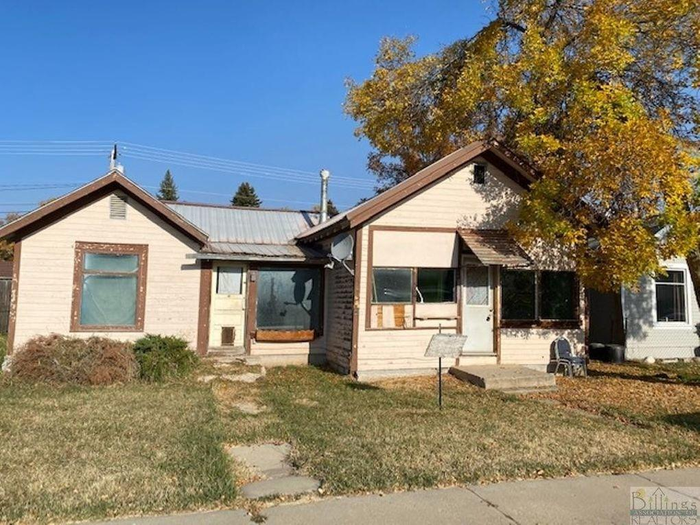 Incredible investment opportunity! This home situated directly across from the city park/pool/water park is zoned R2, so you can transform it into a fantastic single-family home or a duplex with income potential. Interior is mostly gutted to the studs; foundation needs repair and/or replacement.