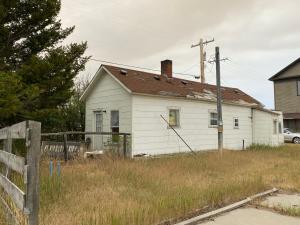 16 East Wright Street, White Sulphur Springs, MT 59645