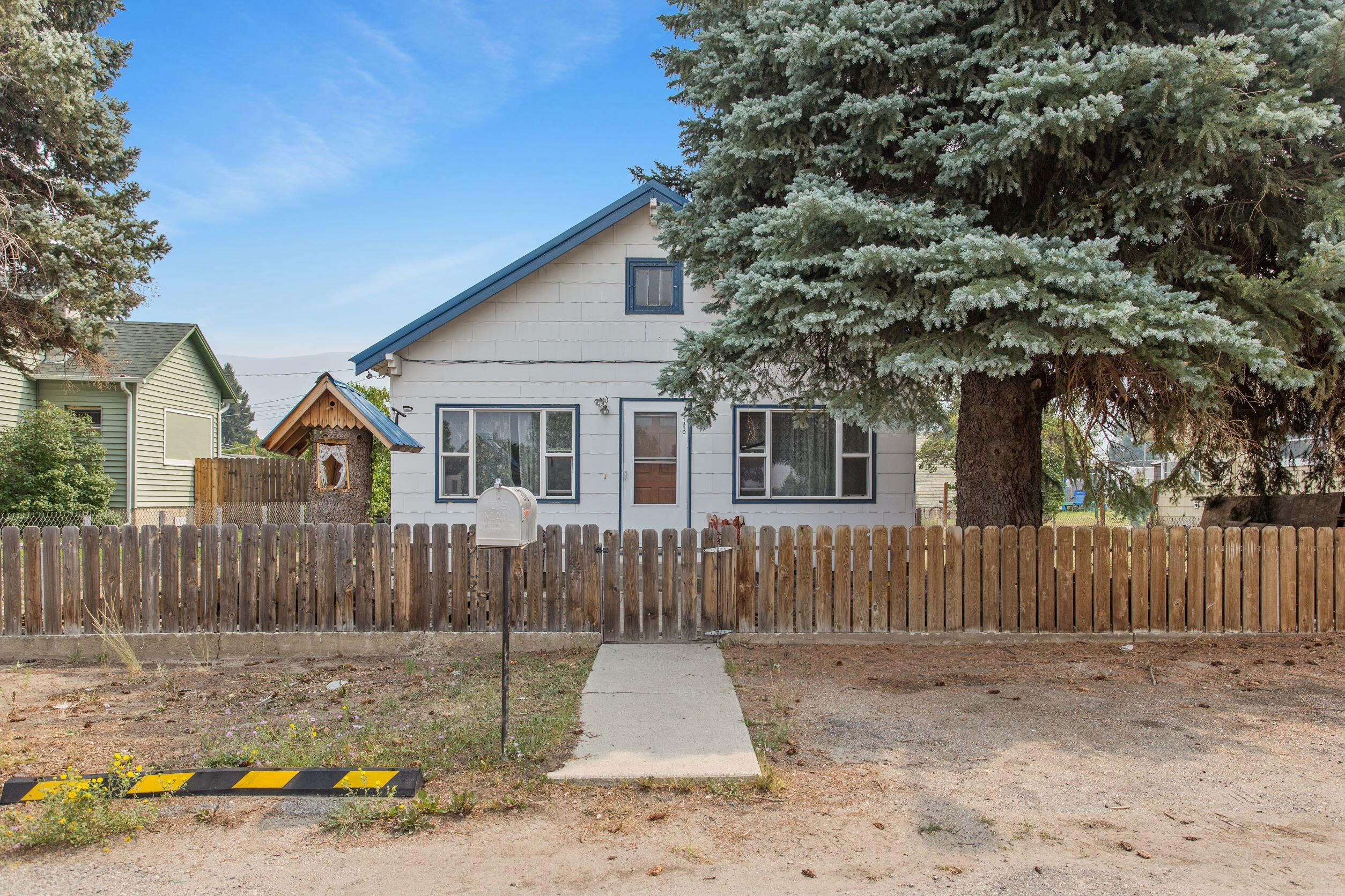 This 3 Bedroom 1 Bath home would make a great starter home or investment property.Sellers are wishing to sell property ''as-is''