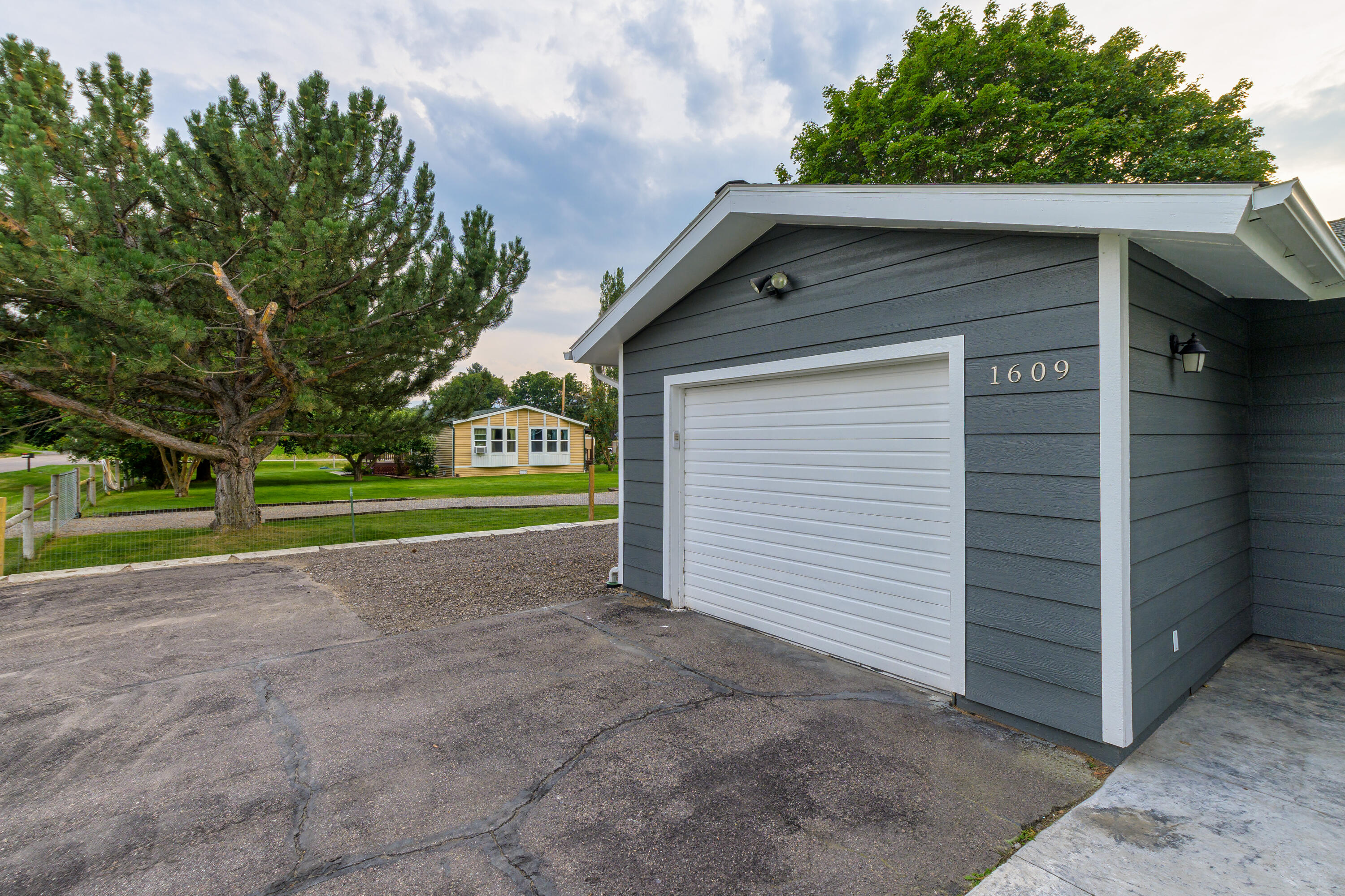 Property Image #2 for MLS #22114310