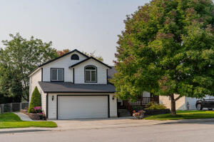 Wonderful, large home in Stonegate Meadows.