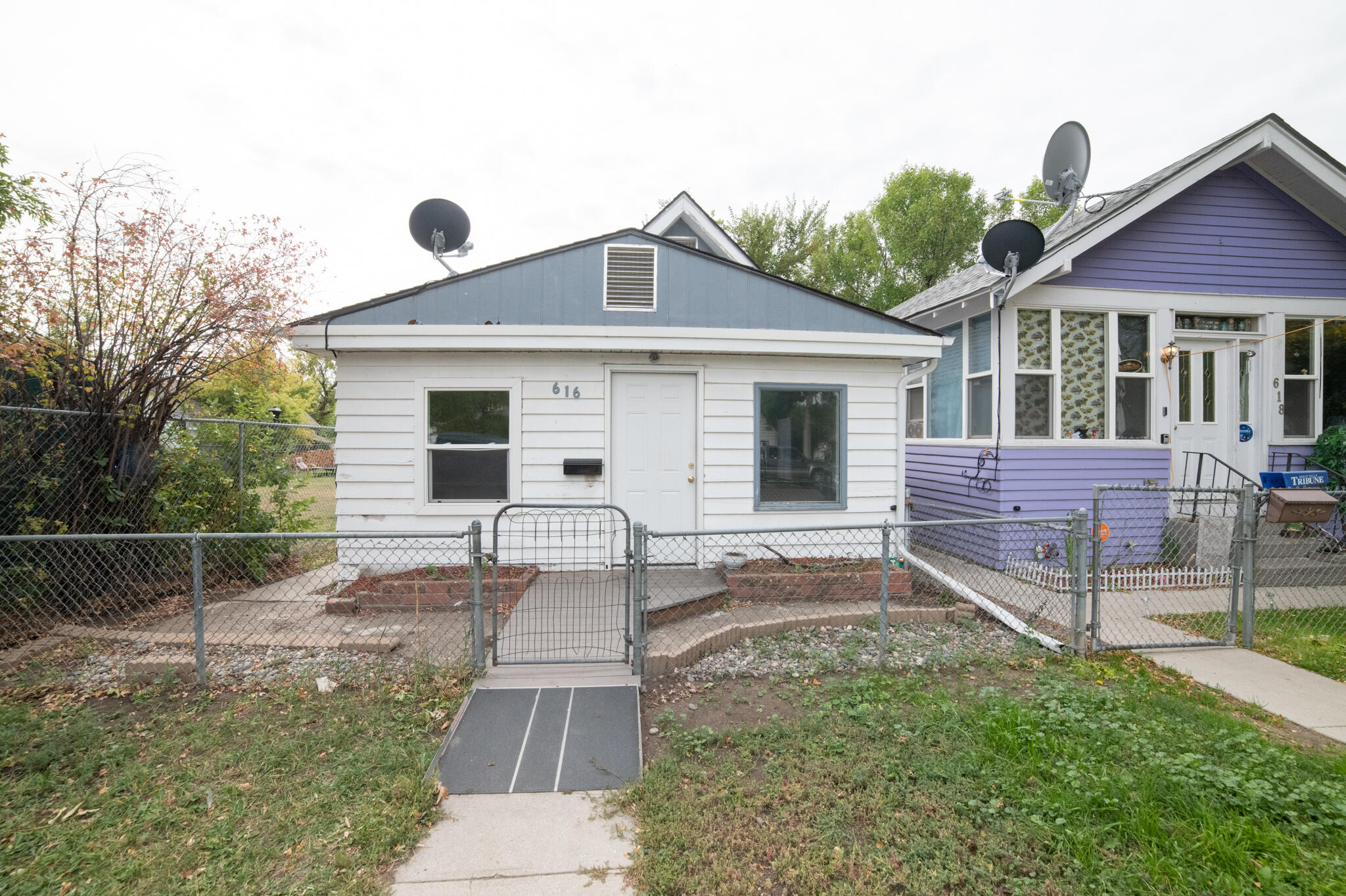 CUTE  MOVE IN READY 2 BEDROOM 1 BATHROOM 1 LEVEL HOME WITH OFF STREET PARKING. CALL YOUR REAL ESTATE PROFESSIONAL TODAY! SELLING AS IS