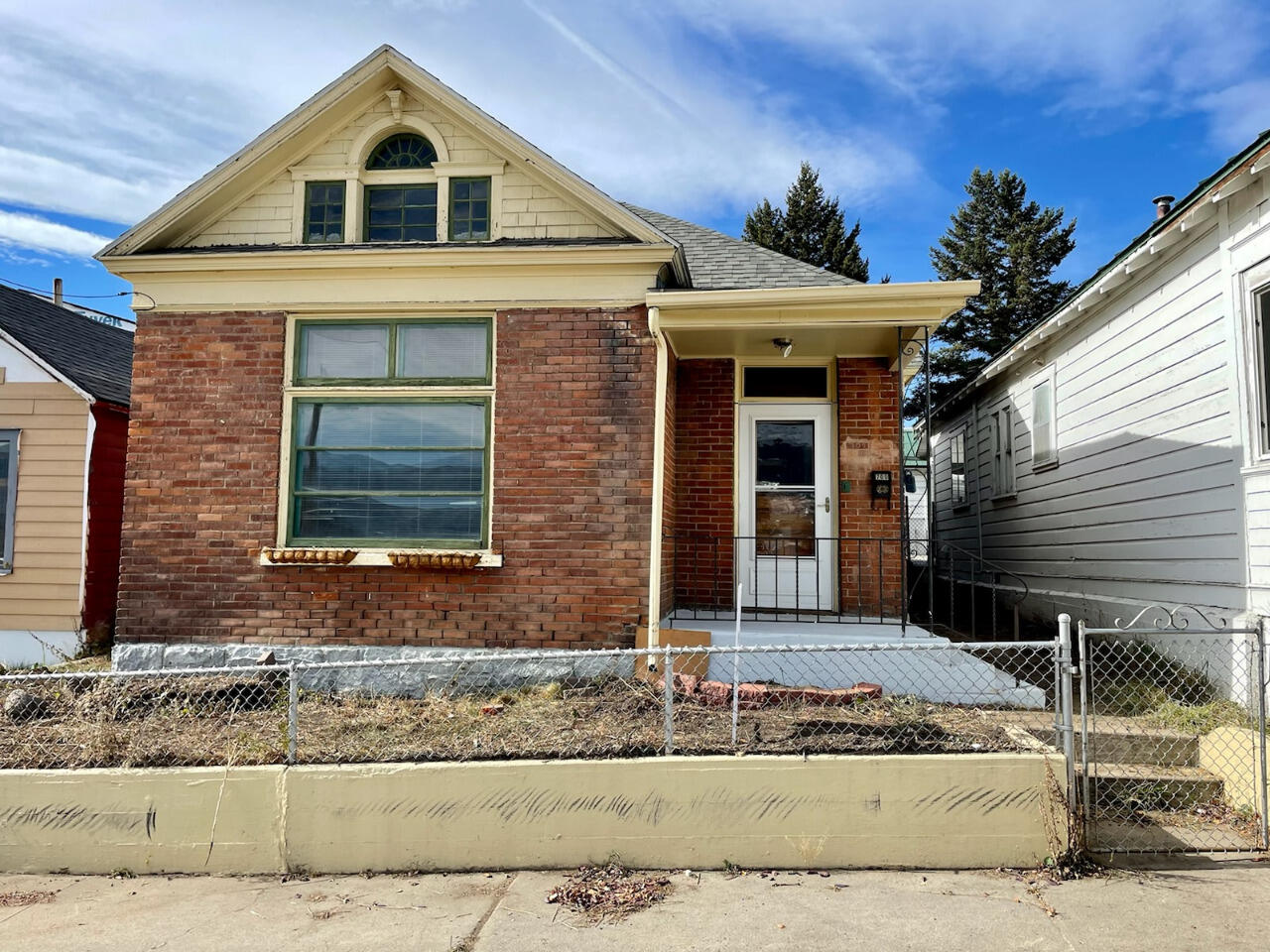 Priced to Sell! Don't miss this opportunity! Cute  2 bedroom 1 bath 1300+ sqft home would make a great starter home or investment property. Recent updates includes new flooring. Call Stacy Oren @ (406) 369-5094 or your real estate professional  Today!