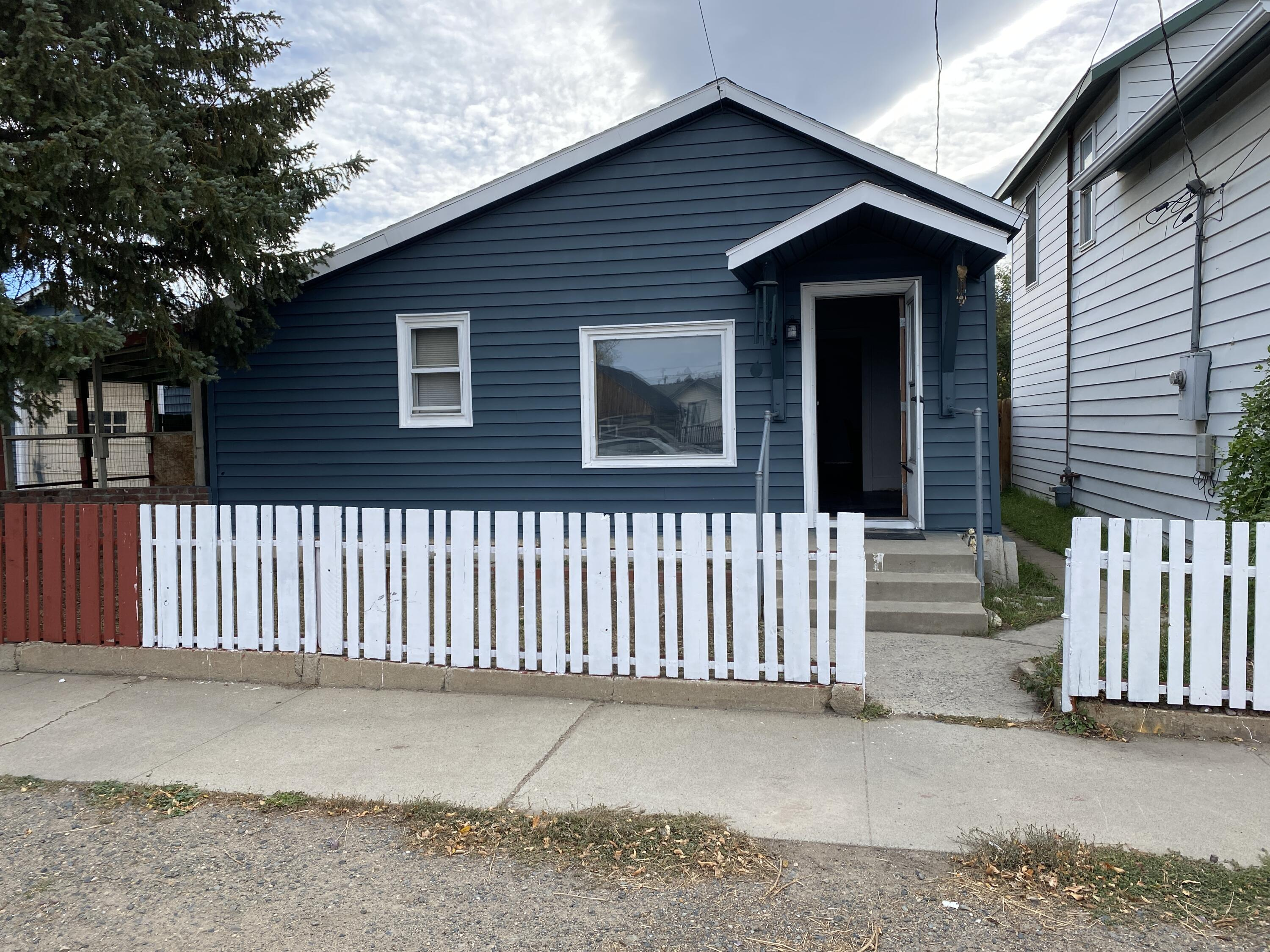 Great starter with just few finishes left.  Enjoy a growing community with the outdoors just minutes away.  Spacious back yard for the critters.  Some updates have been made but waiting for your touch!