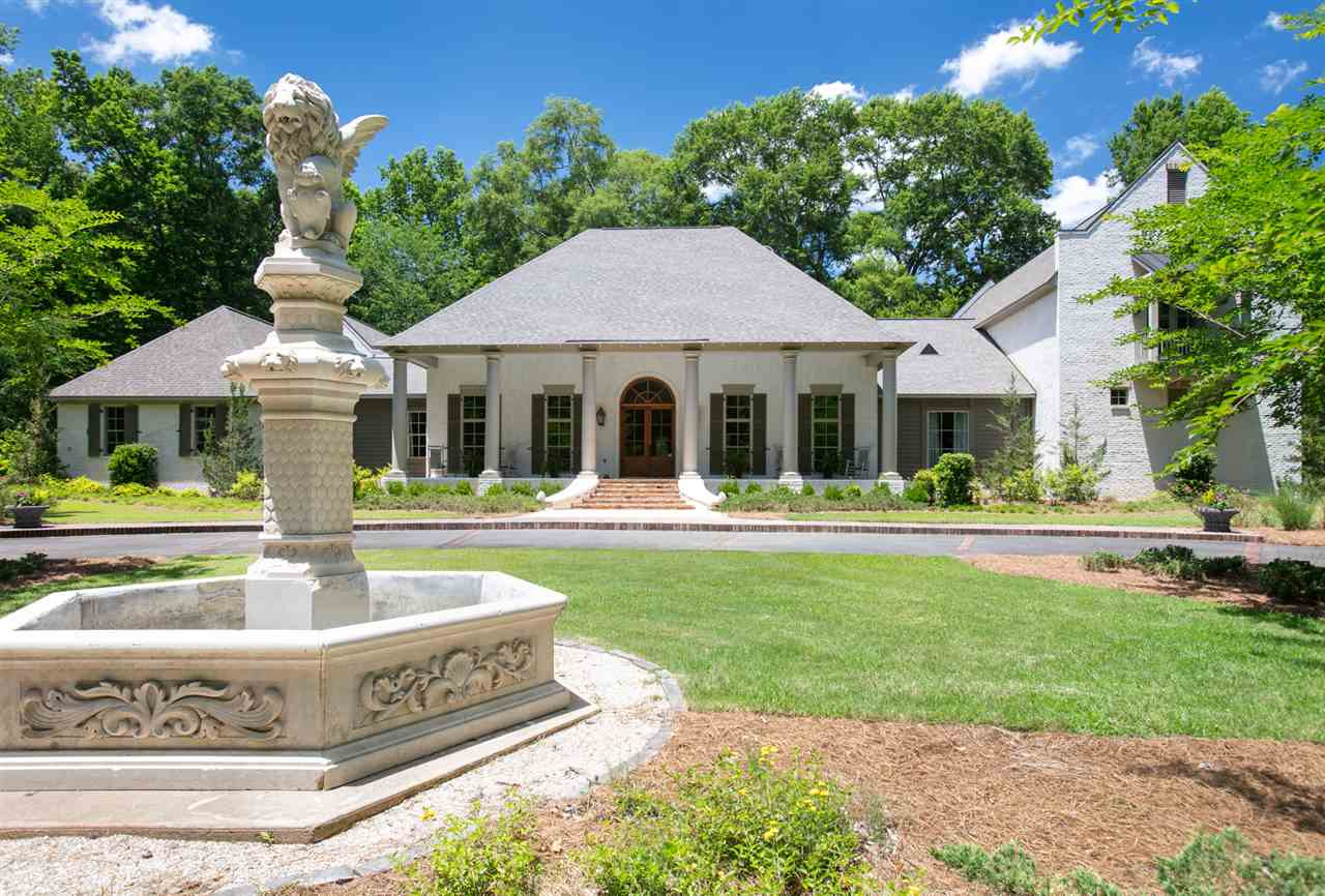 2 St Charles Place, Clinton, MS 39056