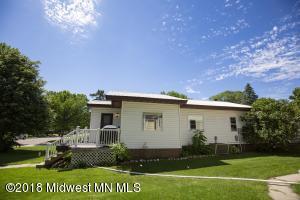 706 W 7th Avenue, Fergus Falls, MN 56537