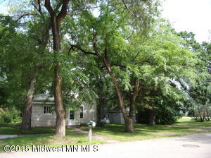 102-104 E St N, Underwood, MN 56586