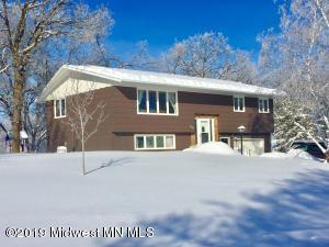 424 Oak Hills Drive, Detroit Lakes, MN 56501
