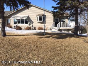 135 E St Charles Avenue, Fergus Falls, MN 56537