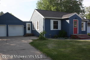 Move in ready! Quiet 3 bedrm/2 bath home, walking distance to local schools/churches and shopping!