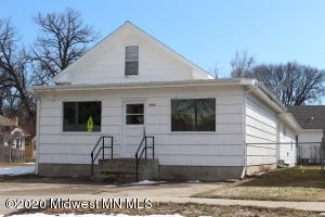 1452 5th Street S, Fargo, ND 58103