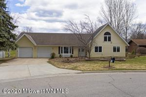 923 Pembina Trail, Detroit Lakes, MN 56501