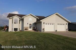 891 Sunshine Drive, Detroit Lakes, MN 56501
