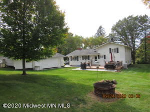 Large lot with back yard privacy