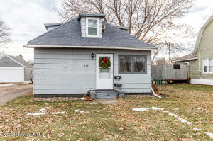 517 Main Street W, Detroit Lakes, MN 56501