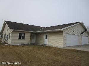 908 Maplewood Drive, Pelican Rapids, MN 56572