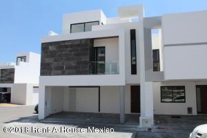 Casa En Rentaen El Marques, Zibata, Mexico, MX RAH: 18-281