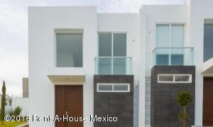 Casa En Ventaen El Marques, Zibata, Mexico, MX RAH: 18-294