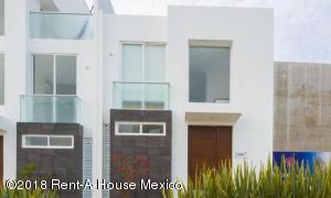 Casa En Ventaen El Marques, Zibata, Mexico, MX RAH: 18-295