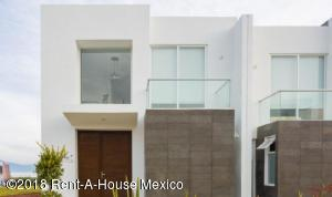 Casa En Ventaen El Marques, Zibata, Mexico, MX RAH: 18-296