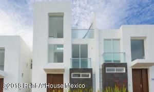 Casa En Ventaen El Marques, Zibata, Mexico, MX RAH: 18-297