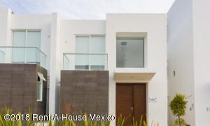 Casa En Ventaen El Marques, Zibata, Mexico, MX RAH: 18-298